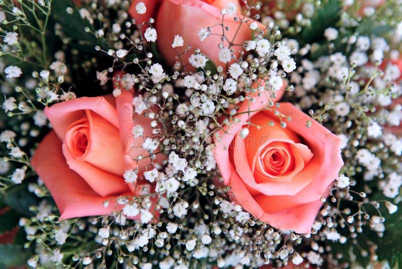 Beau bouquet des fleurs à un mariage photographie stock