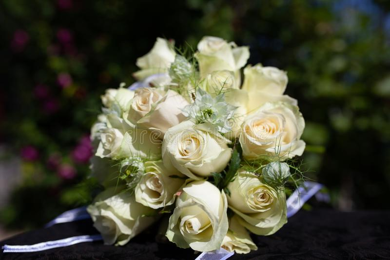 Beau bouquet nuptiale blanc photographie stock