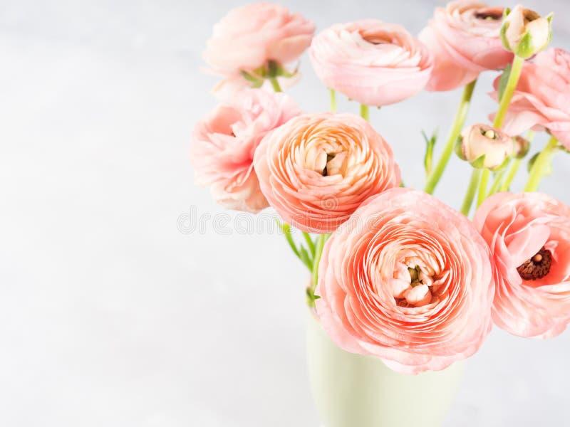 Beau bouquet rose de ranunculus photo libre de droits