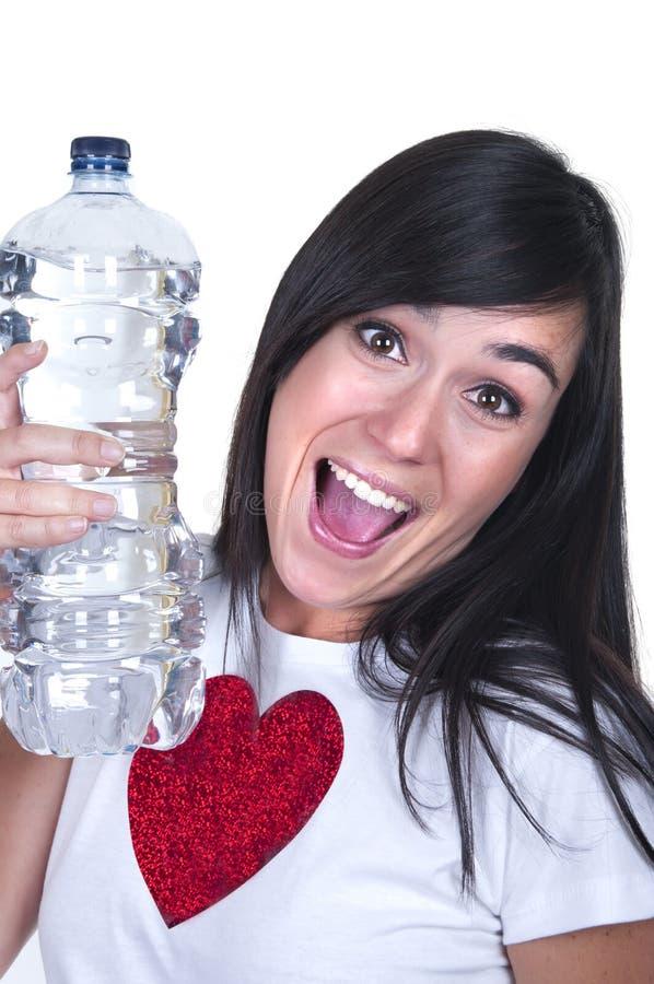 Beau brunette avec une bouteille d'eau photographie stock libre de droits