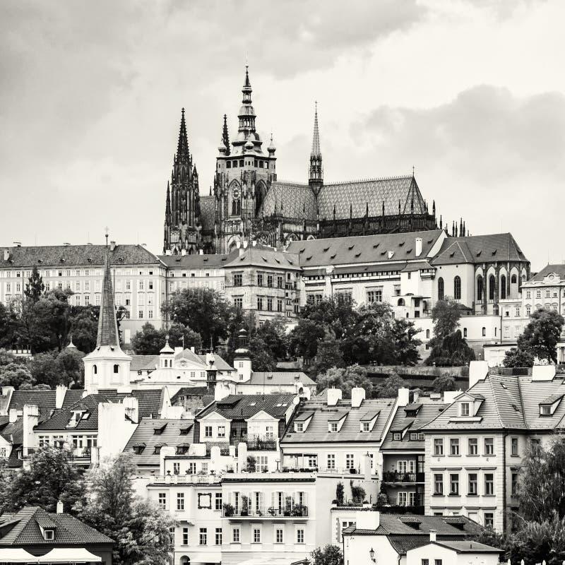 Beau château à Prague, République Tchèque, sans couleur images stock