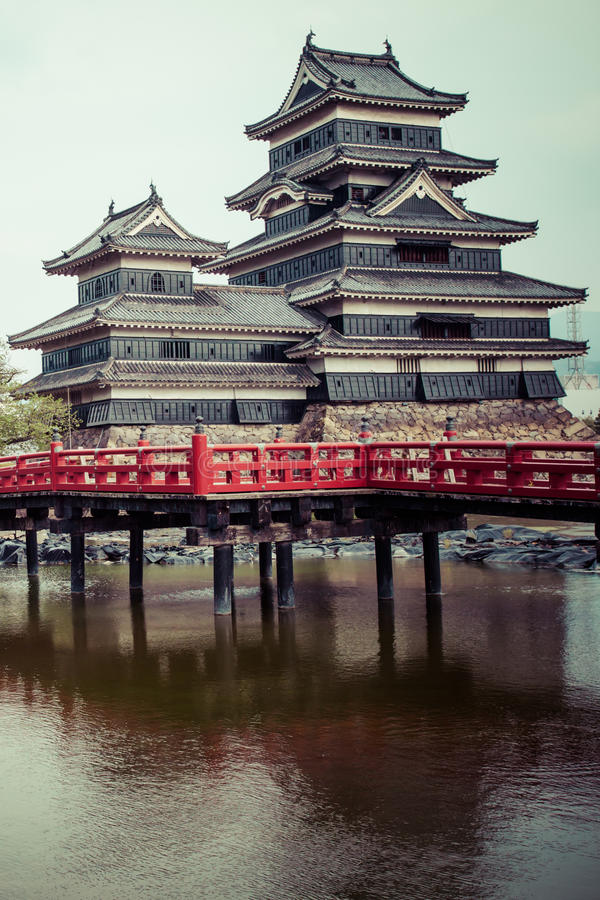 Beau château médiéval Matsumoto dans le Honshu oriental, Japon images libres de droits