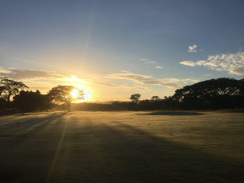Beau champ de golf de coucher du soleil à la station de vacances et à la station thermale Guanacaste, CR de Jw Marriott ! photos libres de droits