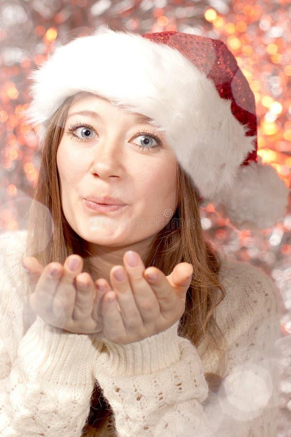 Beau chapeau modèle femelle de sourire de Santa d'usage images libres de droits
