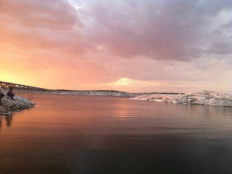 Beau ciel au-dessus de lac Amistad photos libres de droits