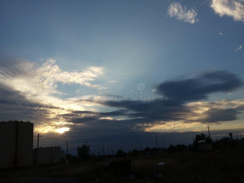 Beau ciel dans le semey photo libre de droits
