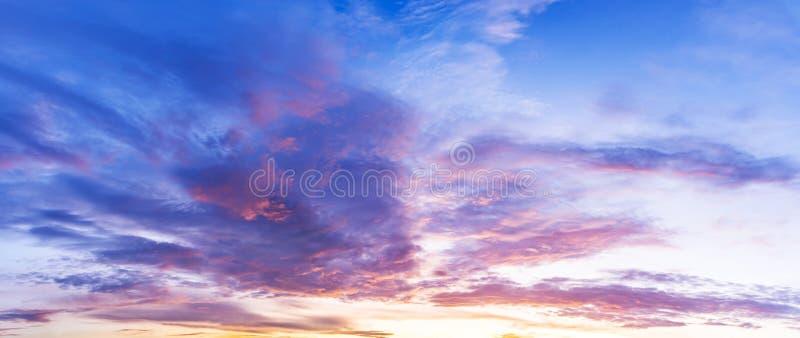 Beau ciel de crépuscule de matin photos stock