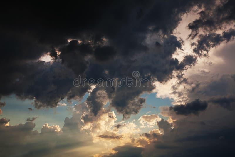 Beau ciel dramatique photographie stock