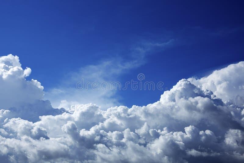 Beau ciel nuageux photographie stock libre de droits