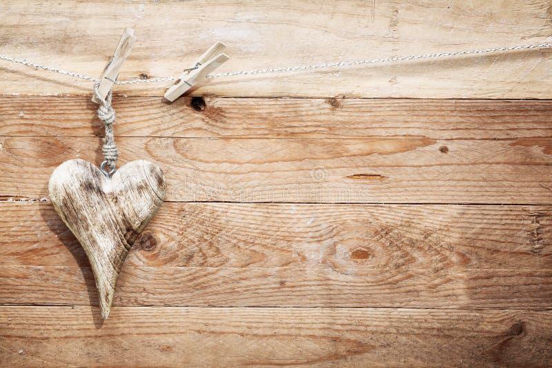 Beau coeur en bois rustique images libres de droits