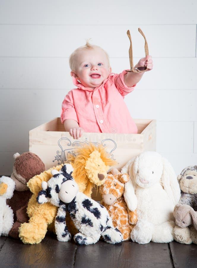 Beau com seus brinquedos do luxuoso fotografia de stock royalty free