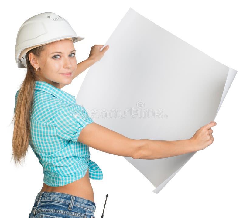 Beau constructeur de femme regardant l'appareil-photo et photos libres de droits