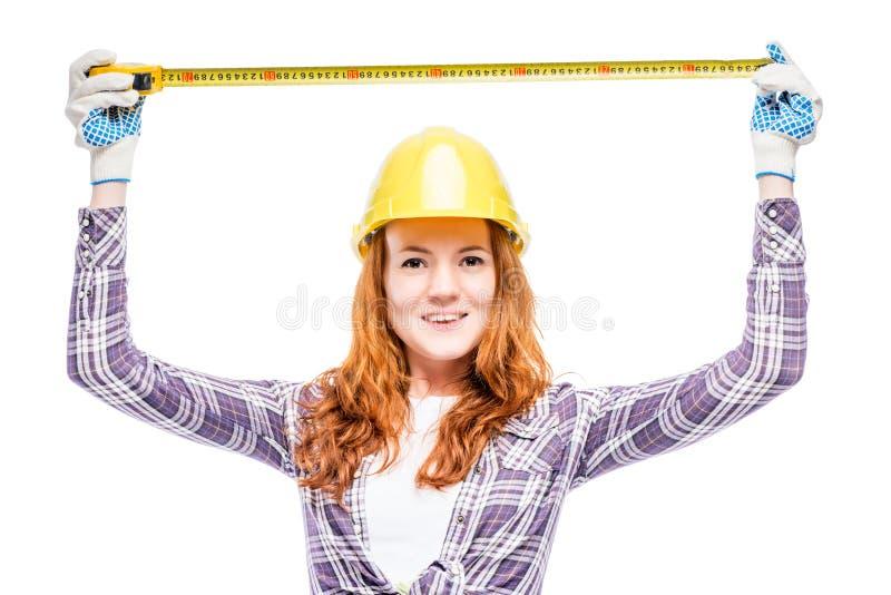 beau constructeur heureux de femme avec le ruban métrique image stock