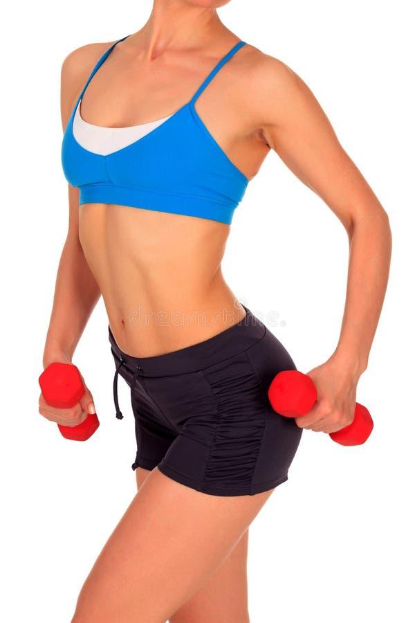 Beau corps d'une jeune des haltères de levage femme mince d'ajustement photos stock