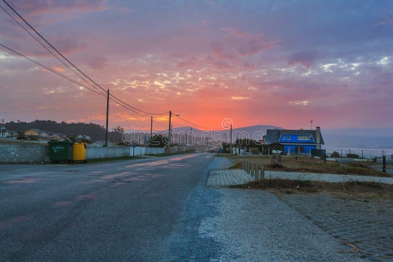 Beau coucher du soleil à la côte espagnole images stock