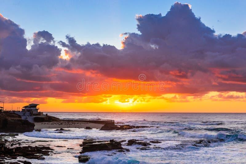 Beau coucher du soleil à la côte, La Jolla photo stock