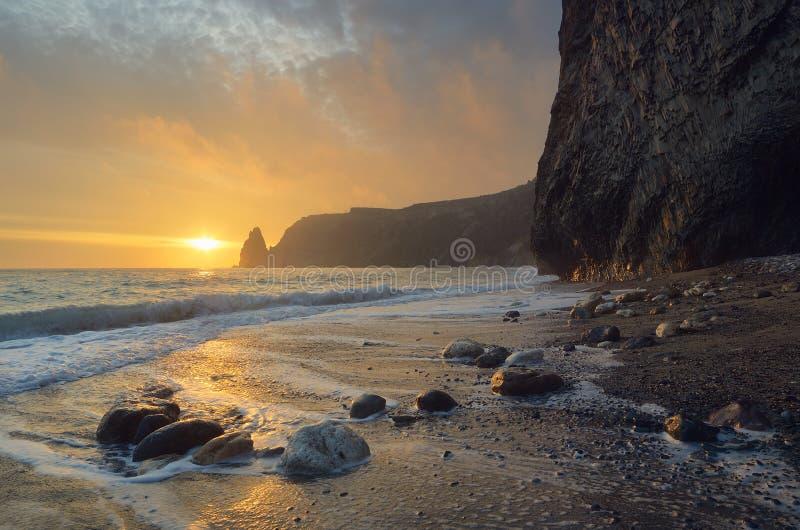 Beau coucher du soleil à la mer photo libre de droits