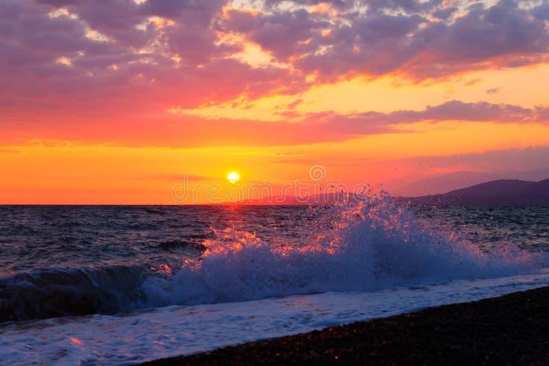 Beau coucher du soleil au-dessus de la Mer Noire images libres de droits