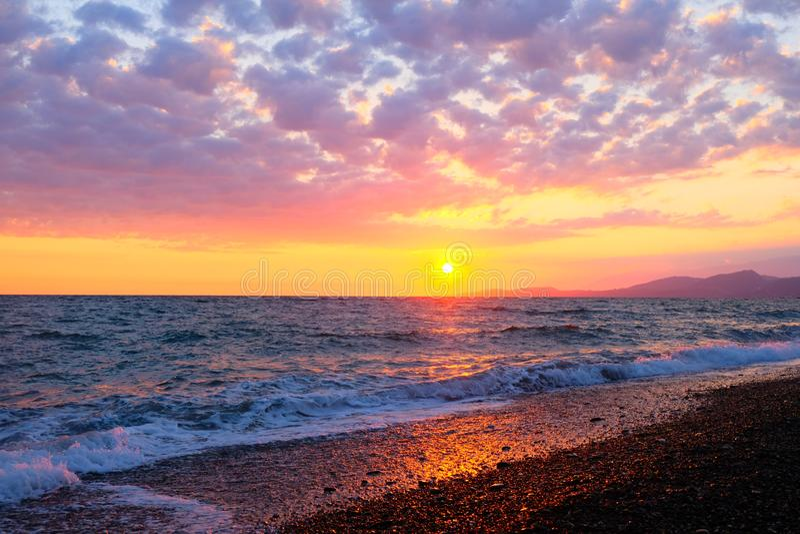 Beau coucher du soleil au-dessus de la Mer Noire photos stock