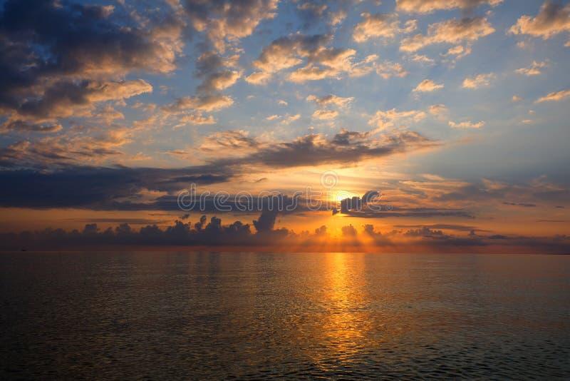 Beau coucher du soleil au-dessus de la Mer Noire photo stock