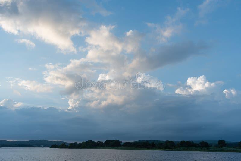Beau coucher du soleil au-dessus du delta du fleuve Connecticut photos libres de droits
