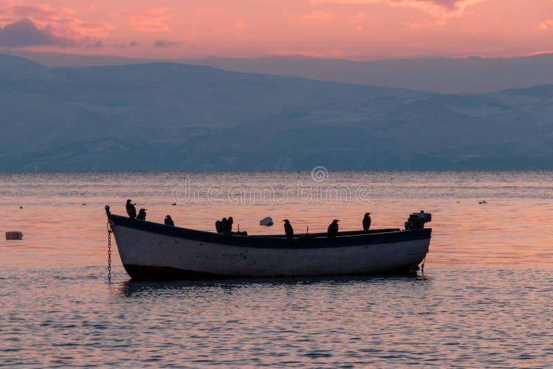 Beau coucher du soleil chez Ohrid, Macédoine photos libres de droits