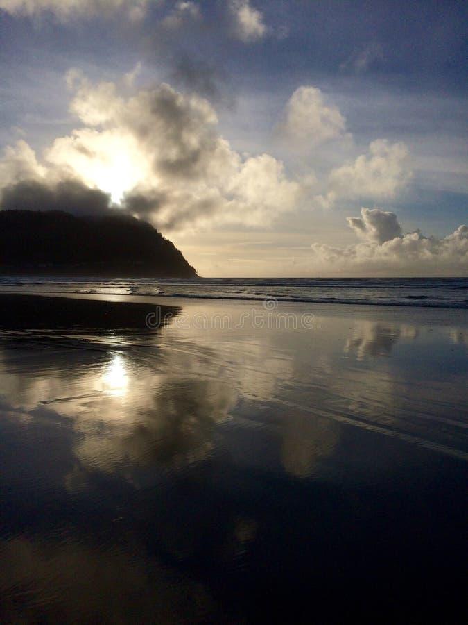 Beau coucher du soleil costal photographie stock