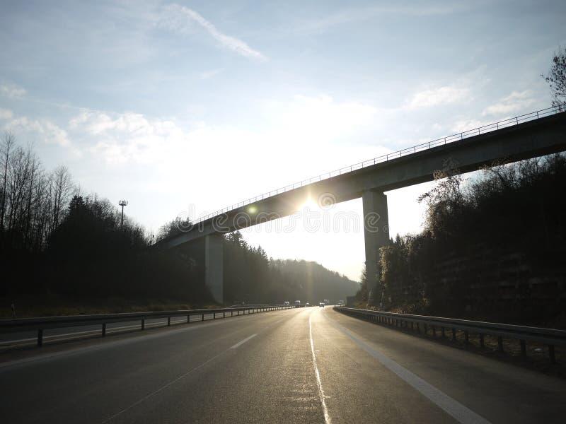 Beau coucher du soleil d'autoroute photographie stock libre de droits
