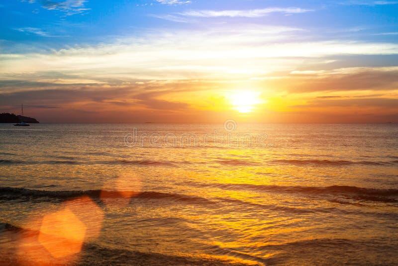 Beau coucher du soleil d'océan nature images libres de droits