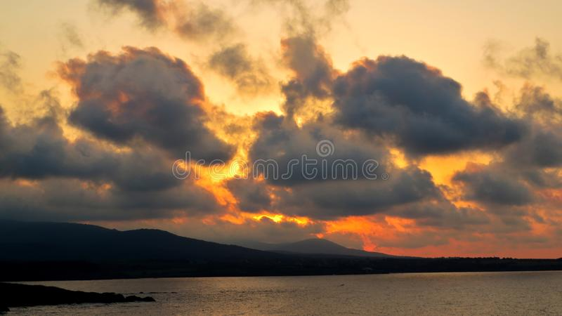 Beau coucher du soleil dans Ahtopol image stock