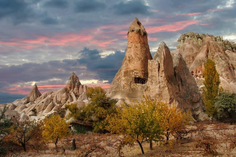 Beau coucher du soleil dans Cappadocia, Turquie photos stock