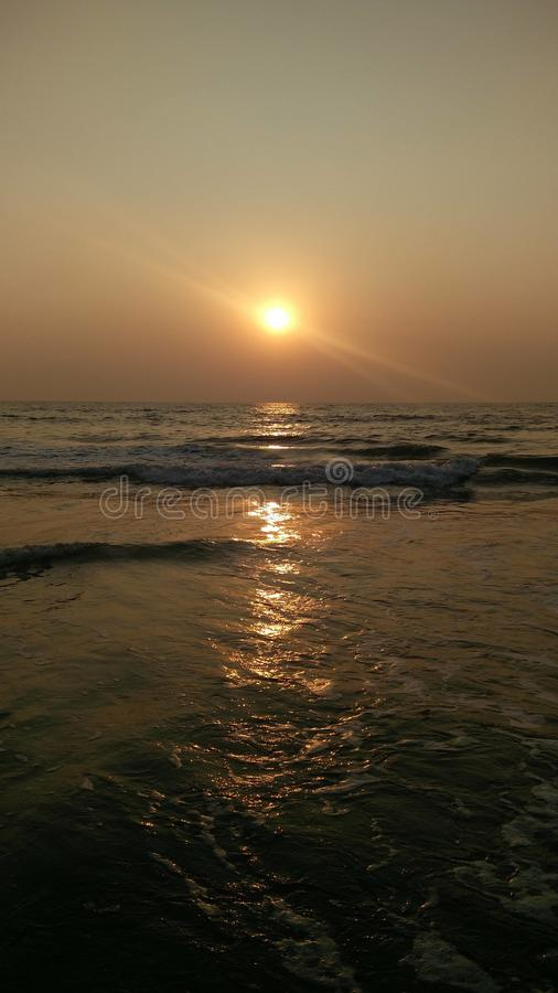 Beau coucher du soleil dans Goa image stock