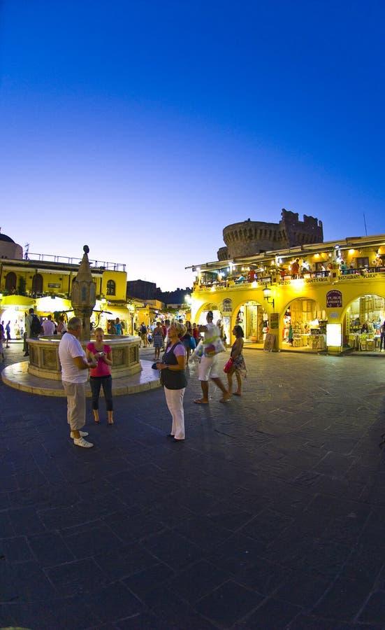 Beau coucher du soleil dans la vieille ville de Rhodes photos stock