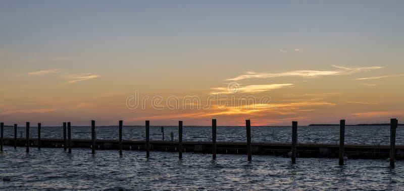Beau coucher du soleil dans Largo principal, la Floride photographie stock