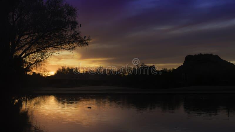 Beau coucher du soleil de lac de désert photos libres de droits