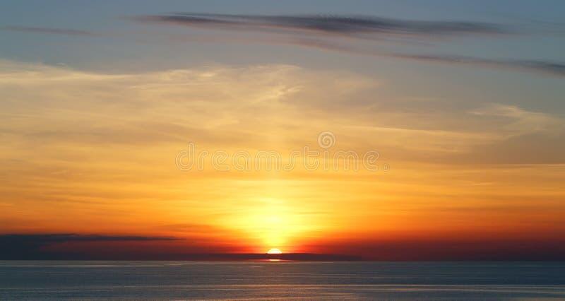 Beau coucher du soleil de mer images libres de droits