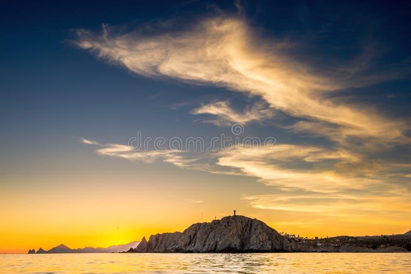 Beau coucher du soleil de paysage marin avec des silhouets de montagnes Mer outre de la c?te de Cabo San Lucas Le golfe de Califo photos libres de droits
