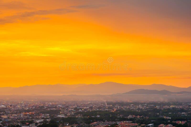 Beau coucher du soleil de paysage urbain chez Songkhla Thaïlande photo libre de droits