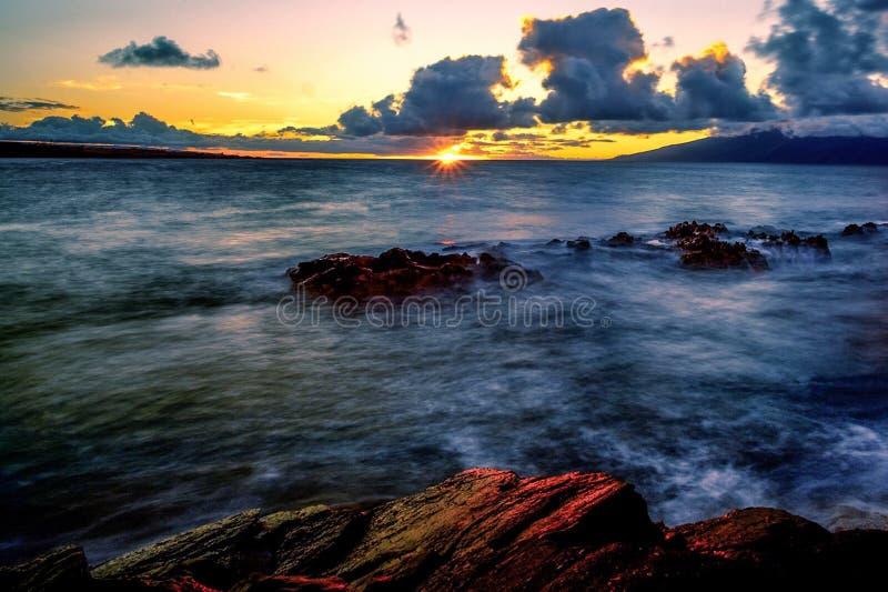 Beau coucher du soleil de plage photographie stock libre de droits