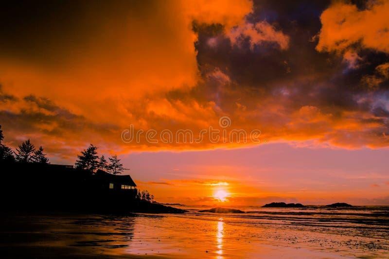 Beau coucher du soleil de plage images libres de droits