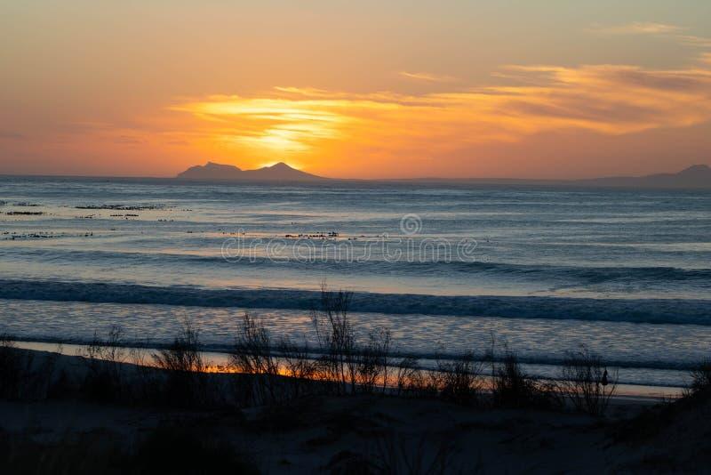 Beau coucher du soleil de plage en Afrique du Sud photographie stock libre de droits