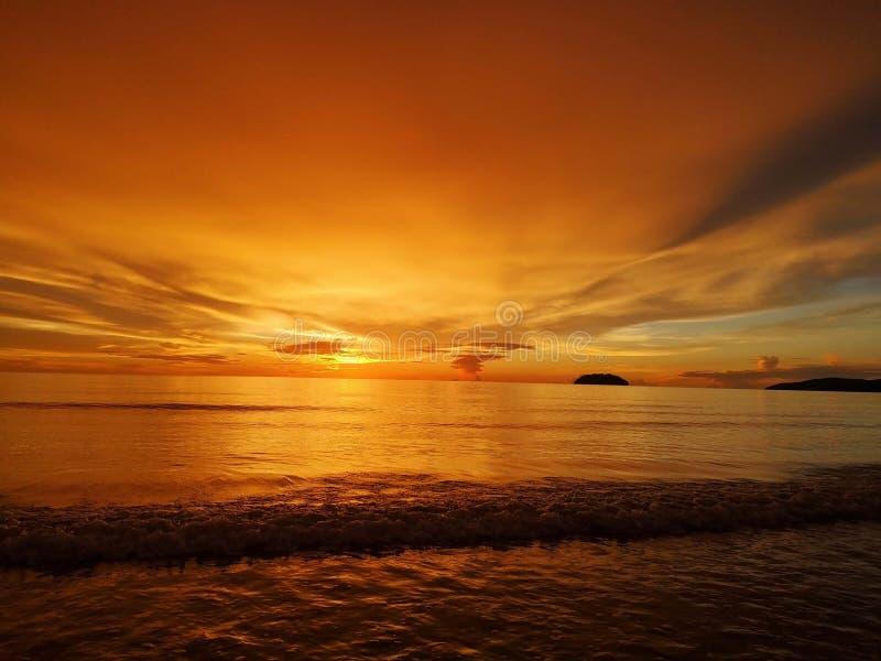 Beau coucher du soleil et vues colorées images libres de droits