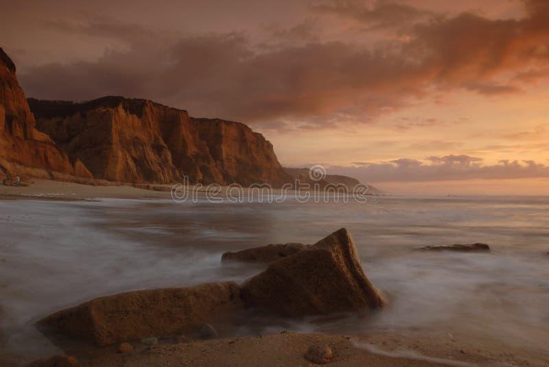 Beau coucher du soleil la plage photographie stock