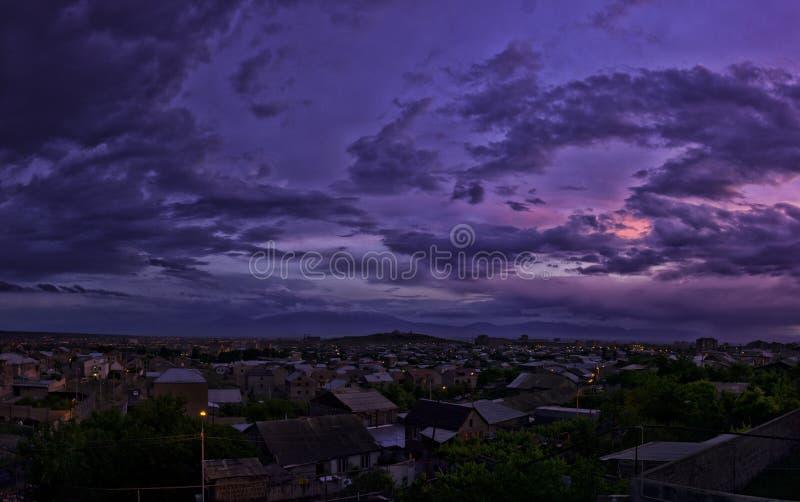 Beau coucher du soleil pourpre photo libre de droits