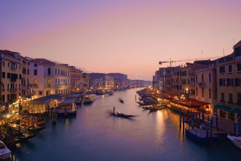 Beau coucher du soleil rose à Venise images libres de droits