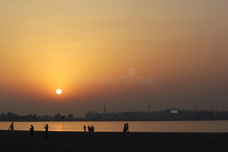 Beau coucher du soleil rouge de /orange images stock