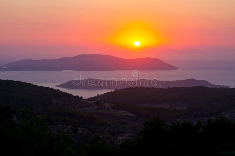 Beau coucher du soleil sur l'île de Rhodes, Grèce photo libre de droits
