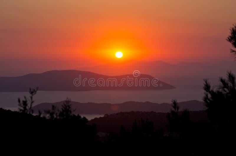 Beau coucher du soleil sur l'île de Rhodes, Grèce image stock