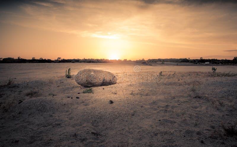 Beau coucher du soleil sur la plage photo stock