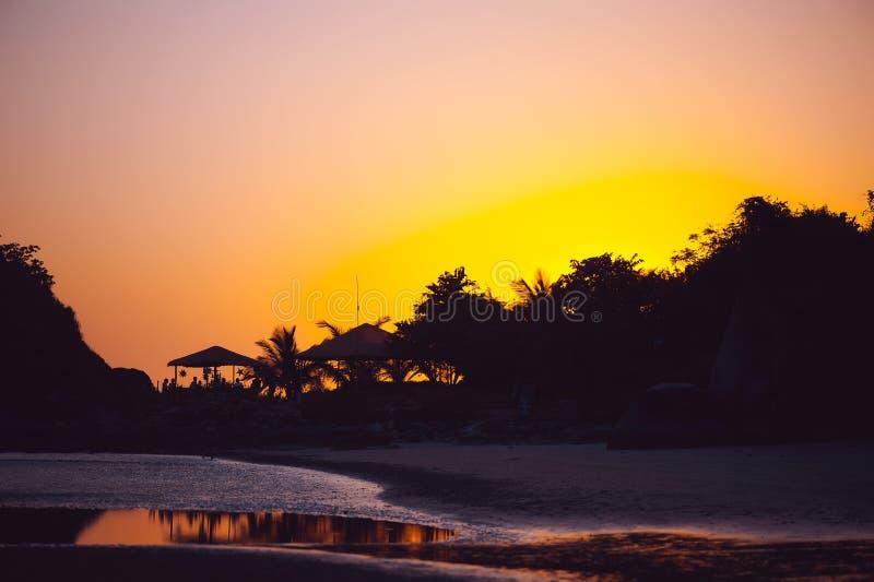 Beau coucher du soleil tropical dans Goa, Inde images libres de droits